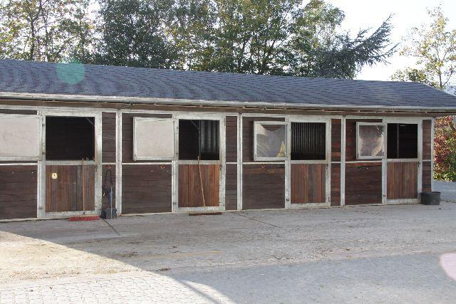 3,2 m x 4,4 m große Innen- und Außenboxen.